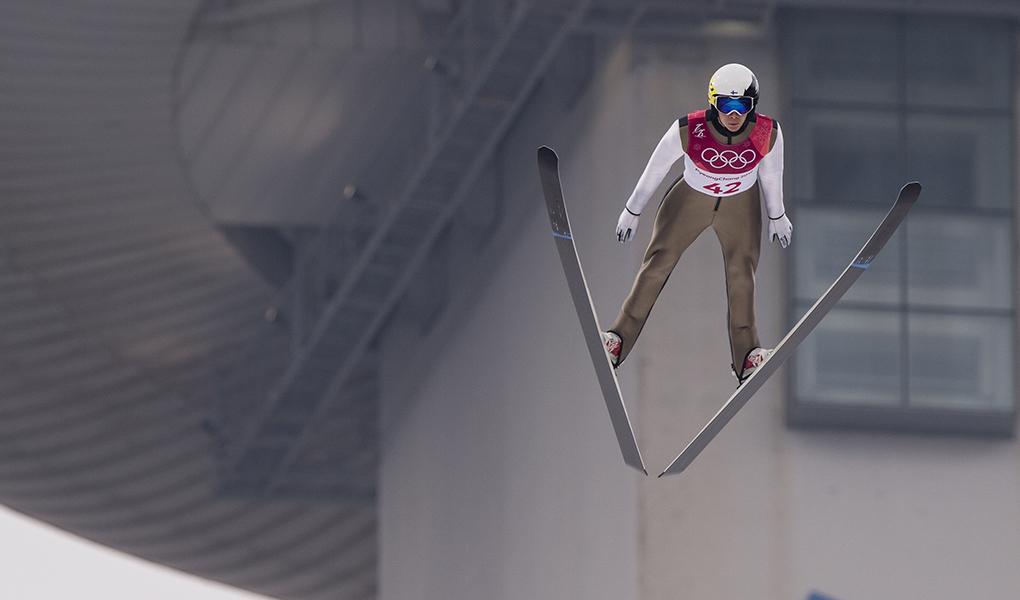 Eero Hirvonen hyppää PyeongChangin olympialaisten normaalimäessä