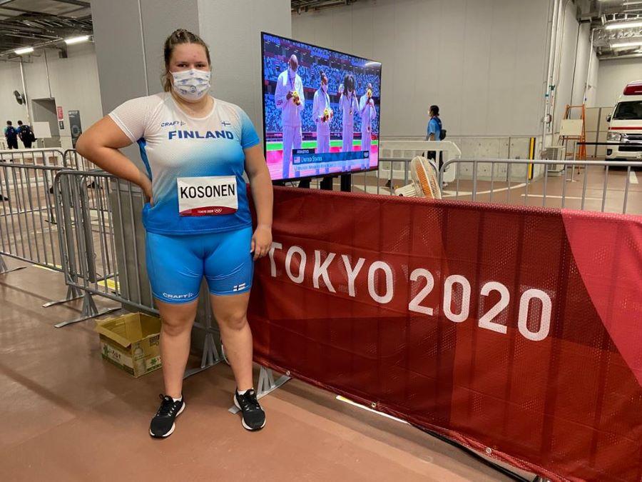 Silja Kosonen Tokion Olympiastadionin uumenissa.